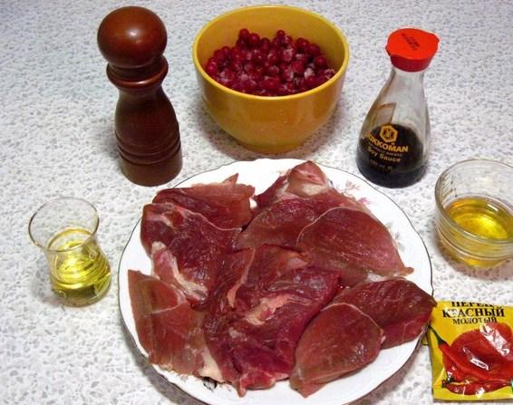 Свинина со смородиной в духовке - фото шаг 1
