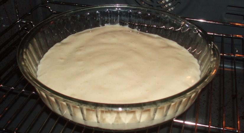 Бисквитный торт с заварным кремом и клубникой - фото шаг 1