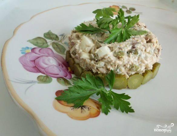 Простые салаты из консервированной скумбрии