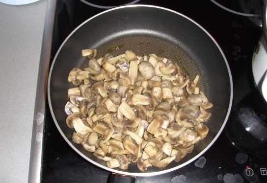 Тушеная картошка на сковороде - фото шаг 3