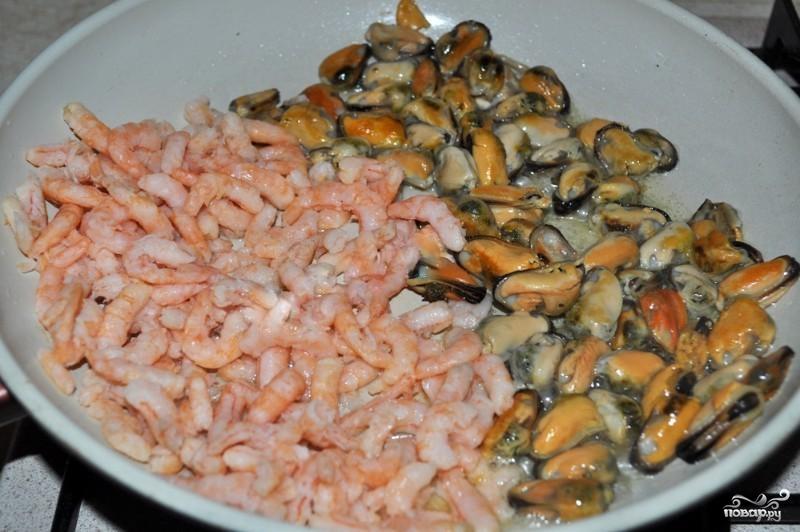 Салат с мидиями и креветками - фото шаг 1