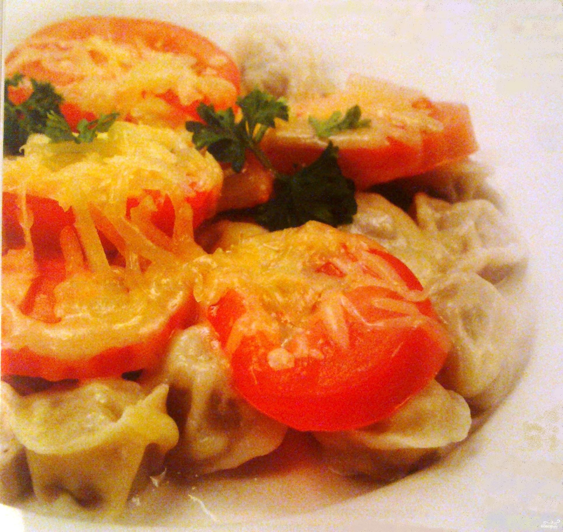 Рецепт Пельмени с помидорами и сыром