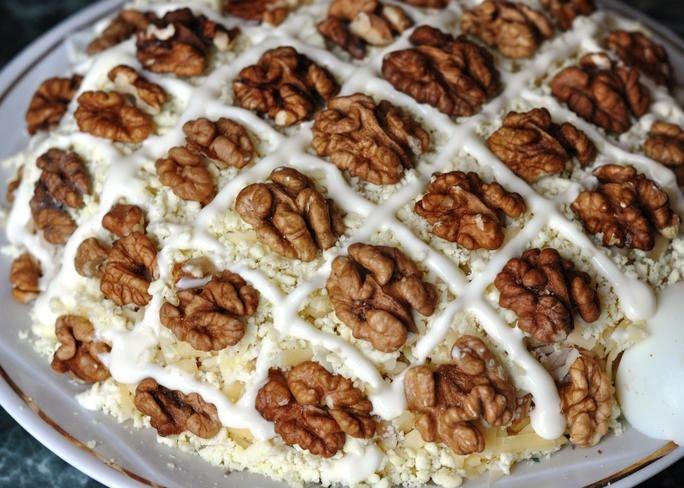 Украшение грецкими орехами