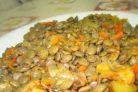 Чечевица желтая на сковороде