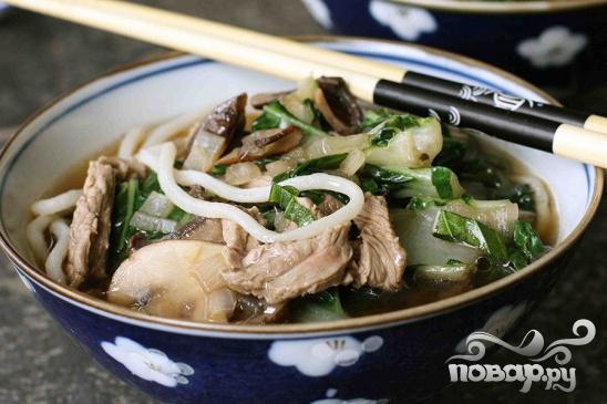 Китайский суп из говядины с лапшой