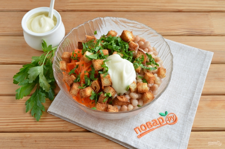 Салат с кириешками и фасолью - фото шаг 2
