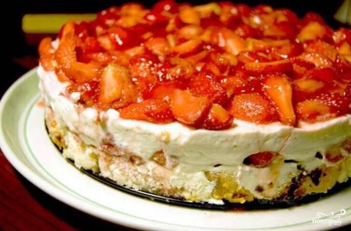 Рецепт Песочный торт с бананами и клубникой