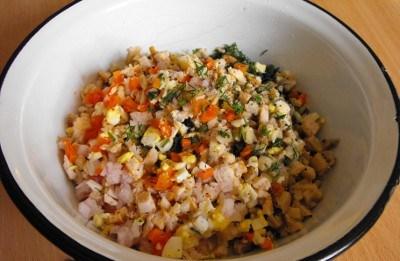 Салат с консервированными грибами - фото шаг 2