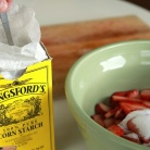 Рецепт Пирог с клубникой, ревенем и посыпкой