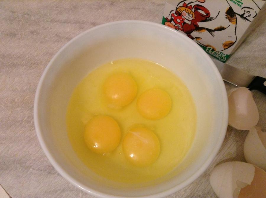 Как сделать яйцо с молоком на сковороде 572