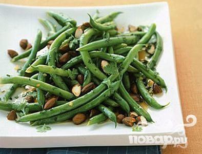 Салат с зеленой фасолью и миндалем