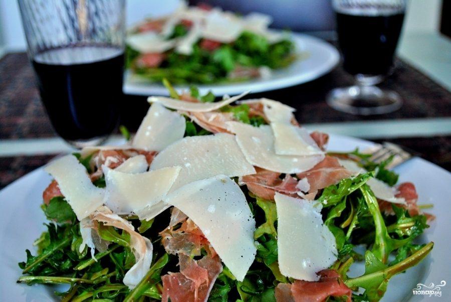 Рецепт Салат из рукколы, пармезана и пармской ветчины