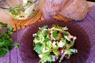 Свежий салат с сельдереем, яблоком и клюквой