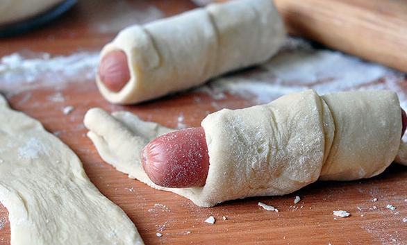 Сосиски в дрожжевом тесте - фото шаг 4