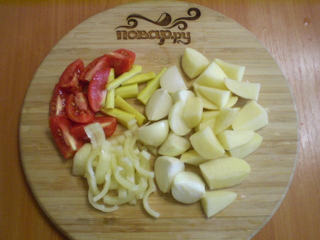 Курица с картошкой и овощами в духовке - фото шаг 2