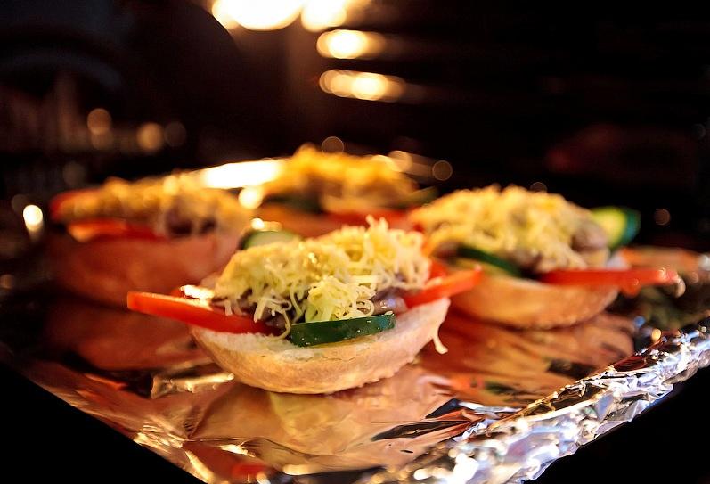 Бутерброды с шампиньонами и сыром - фото шаг 6