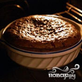 Шоколадный пирог с брусникой - фото шаг 5