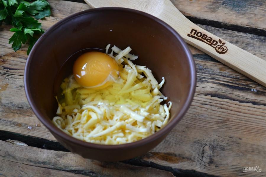 Запеканка из тертого картофеля с сыром и чесноком - фото шаг 3