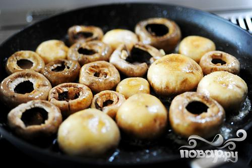 Фаршированные грибы с сыром Бри - фото шаг 7