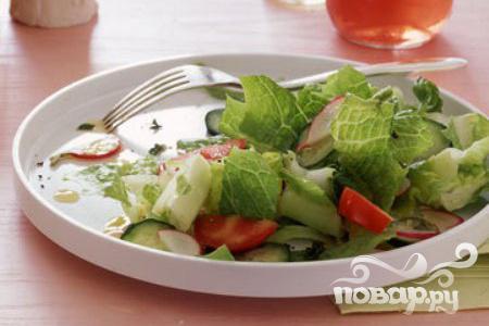 Салат с редиской, помидорами и йогуртом
