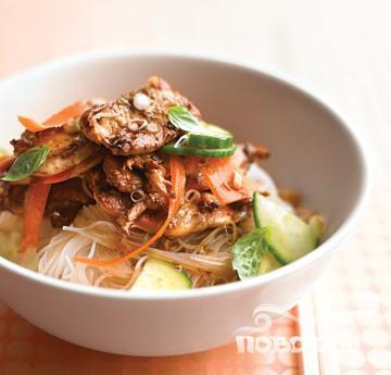 Рецепт Салат с курицей и рисовой лапшой