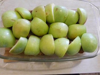 Мясо с яблоками в духовке - фото шаг 6