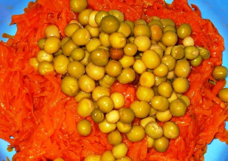 Салат из тушеной моркови - фото шаг 3