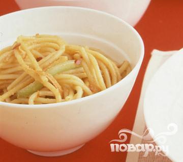 Спагетти с морковью и арахисовым маслом