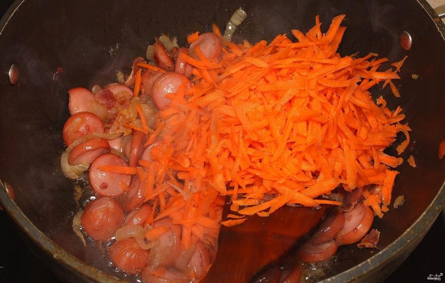 Тушеная кислая капуста с сосиской - фото шаг 4