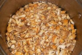 Пирожки из слоеного теста с грибами и картошкой - фото шаг 5