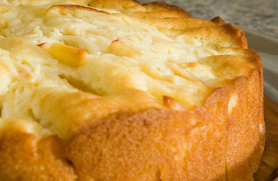 Пирог с яблоками и корицей в мультиварке - фото шаг 4
