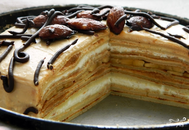 Блинный торт с вареной сгущенкой - фото шаг 5