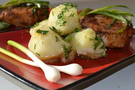 Котлета на кости с чесночным картофелем  - фото шаг 11