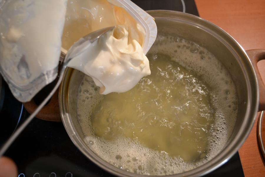 Сырный суп с сосисками - фото шаг 5