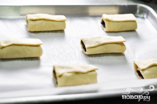 Круассаны с шоколадом из слоеного теста - фото шаг 6