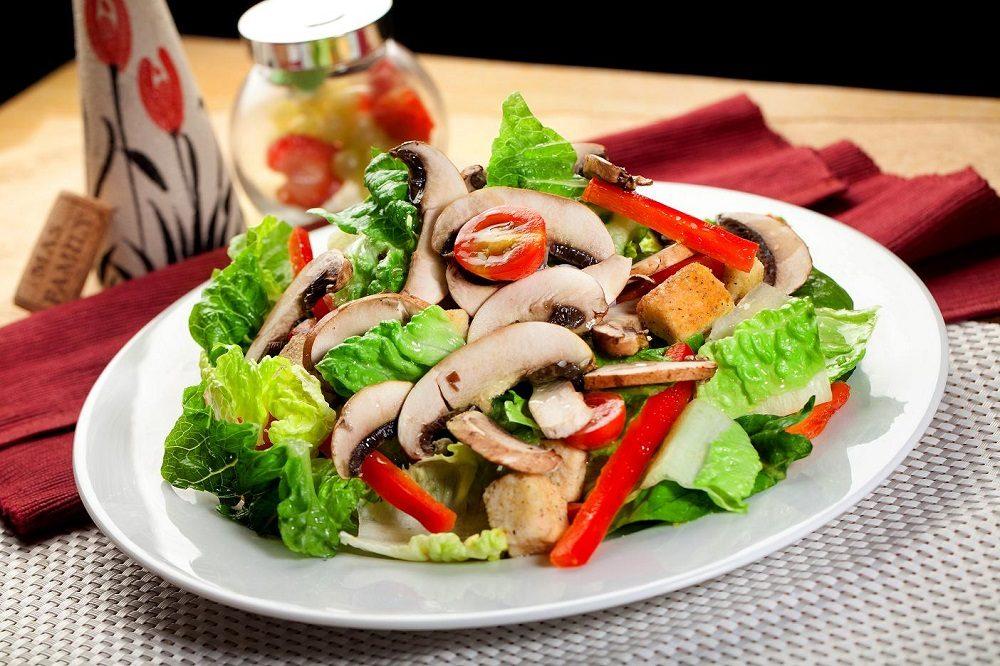 Рецепт Салат из индейки с грибами