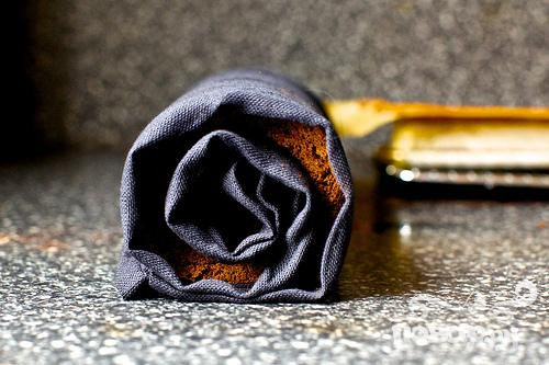 Шоколадный рулет со сливочным кремом - фото шаг 6