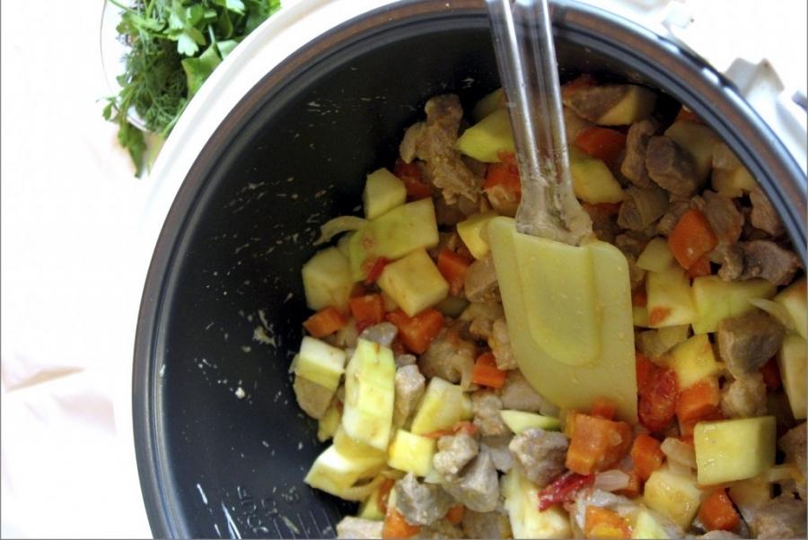 Говядина с кабачками в мультиварке - фото шаг 4