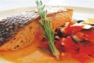 Лосось с томатной приправой