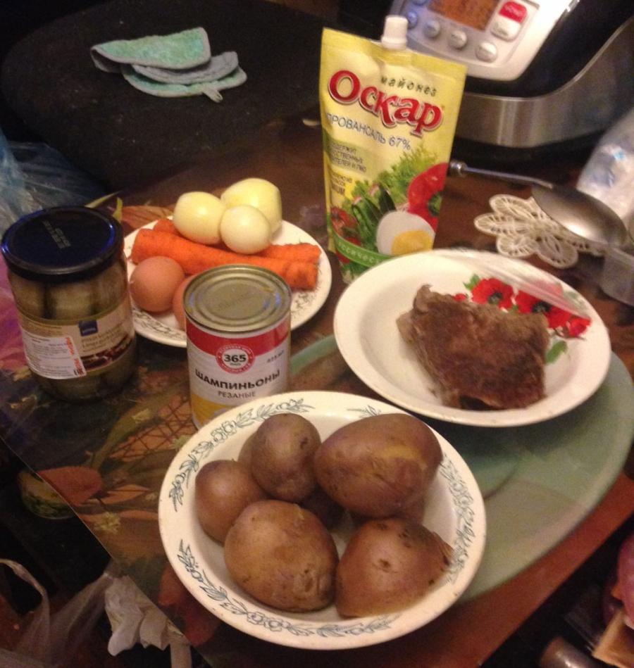 """Рецепт Салат """"Обжорка"""" с мясом и грибами"""