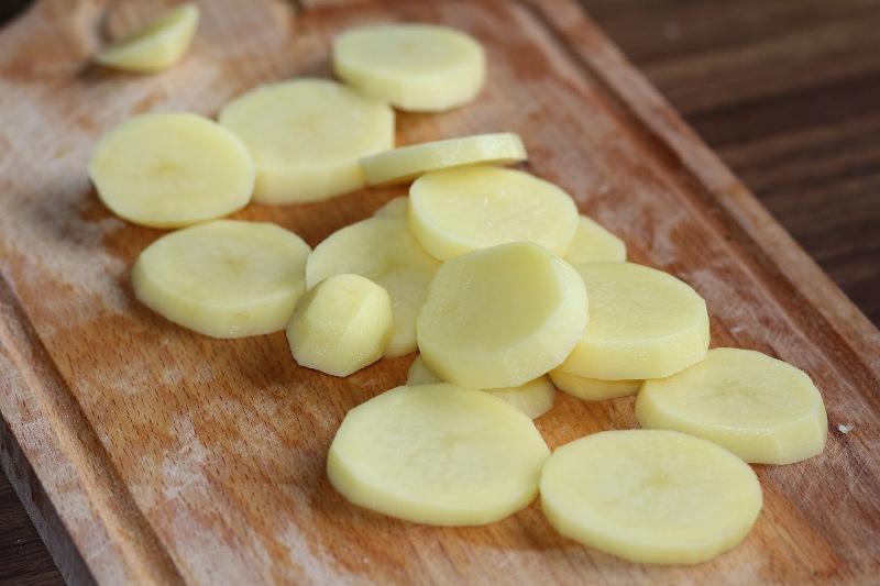 Горбуша в мультиварке с картошкой - фото шаг 2