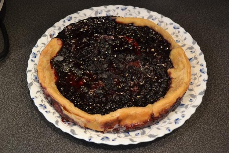 Пирог с черникой из слоеного бездрожжевого теста - фото шаг 8