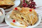 Блинный торт с грецкими орехами и бананами