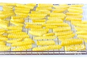 Картофель фри в духовке - фото шаг 5