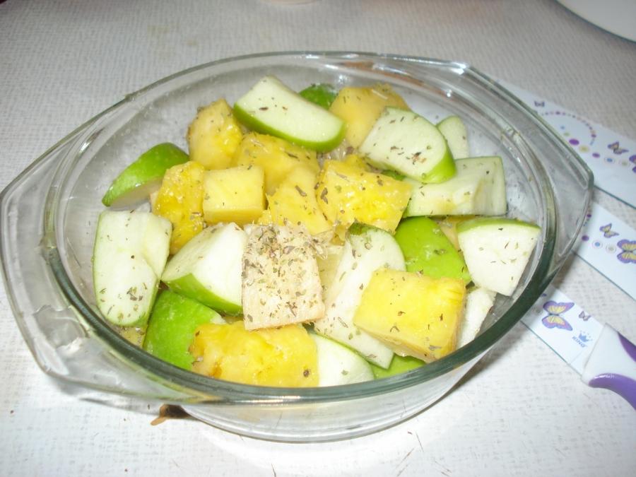 Индоутка с яблоками в рукаве - фото шаг 2