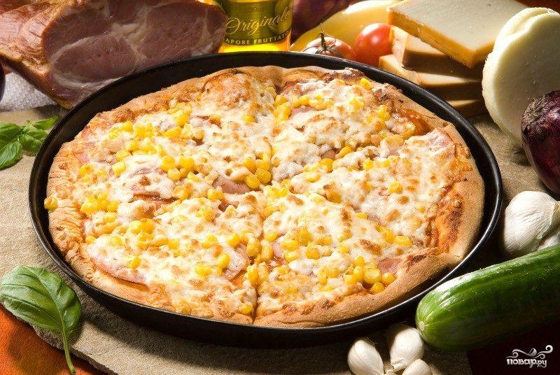 Пицца с кукурузой и ветчиной
