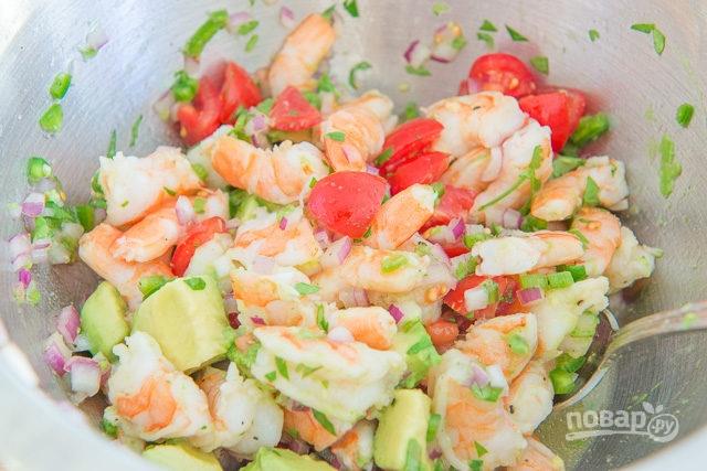 Салаты с авокадо и креветками с фотографиями