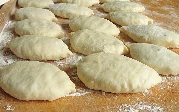 Быстрое тесто на пирожки жареные - фото шаг 8