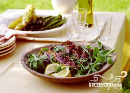 Спаржа с крабовым мясом и соусом песто