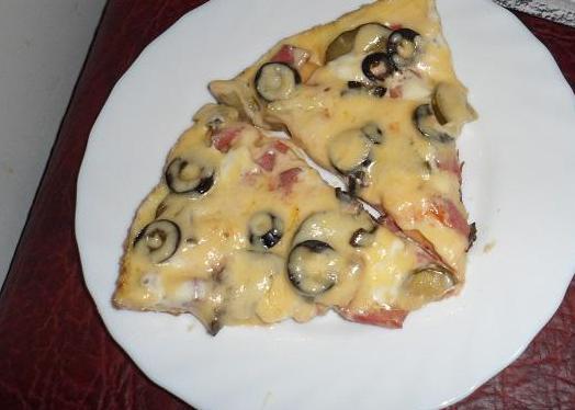 Пицца на сковороде на кефире - фото шаг 5